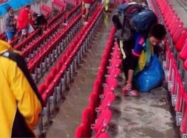 Japanese Clean Up World Cup